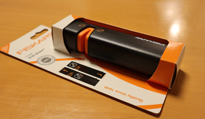 Fiskars Edge Roll-Sharp Box